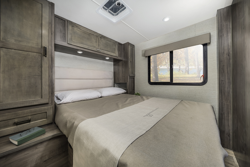 Winnebago Minnie Winnie Spirit bedroom