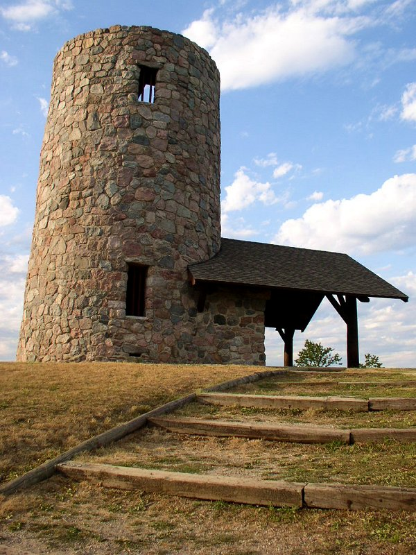 Pilot Knob State Park Photo by McGhiever - Own work, CC BY-SA 3.0, https://commons.wikimedia.org/w/index.php?curid=17411958