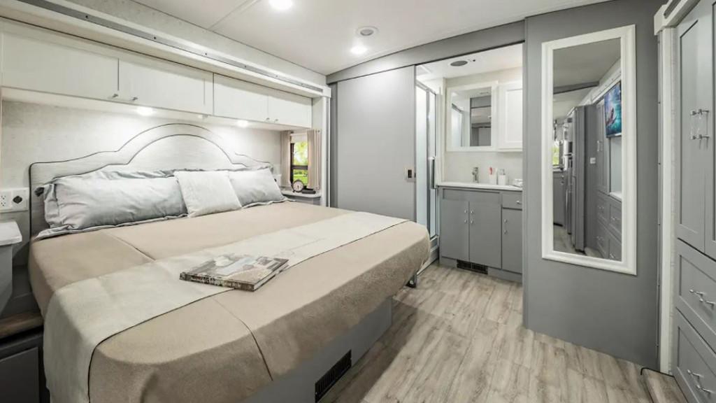 Winnebago Vista and Winnebago Sunstar 33K Bedroom